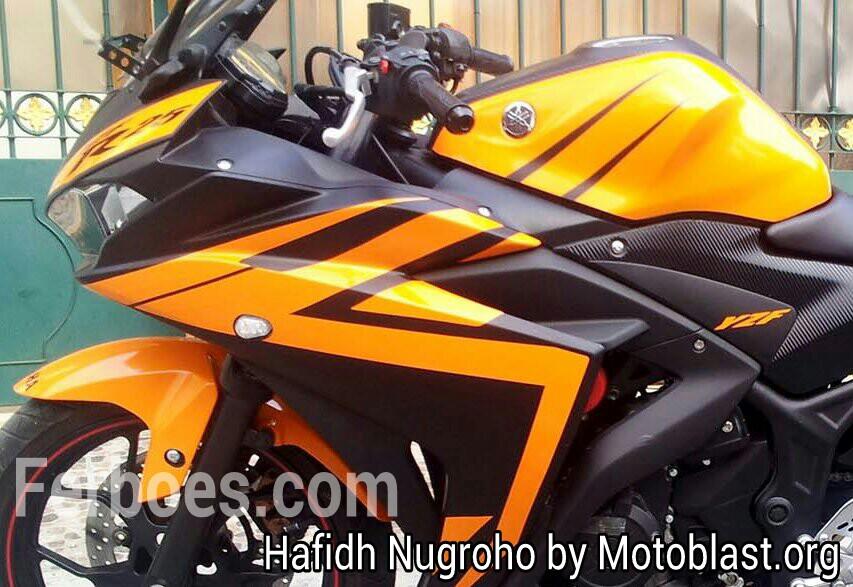 Yamaha R25 Hitam
