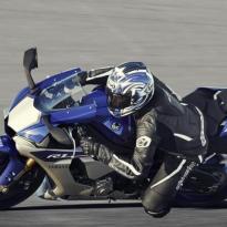 wpid-2015-yamaha-yzf-r1-eu-race-blu-action-004.jpg