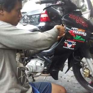 Perawatan rutin sepeda motor.jpg