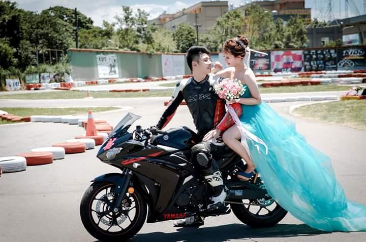 Foto Prewedding Di Sirkuit… Cornering Bersama Yamaha ...
