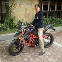 Bro Abby bersama motor modifikasinya...