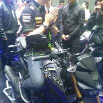 Yamaha-m-slaz-black_4.jpg