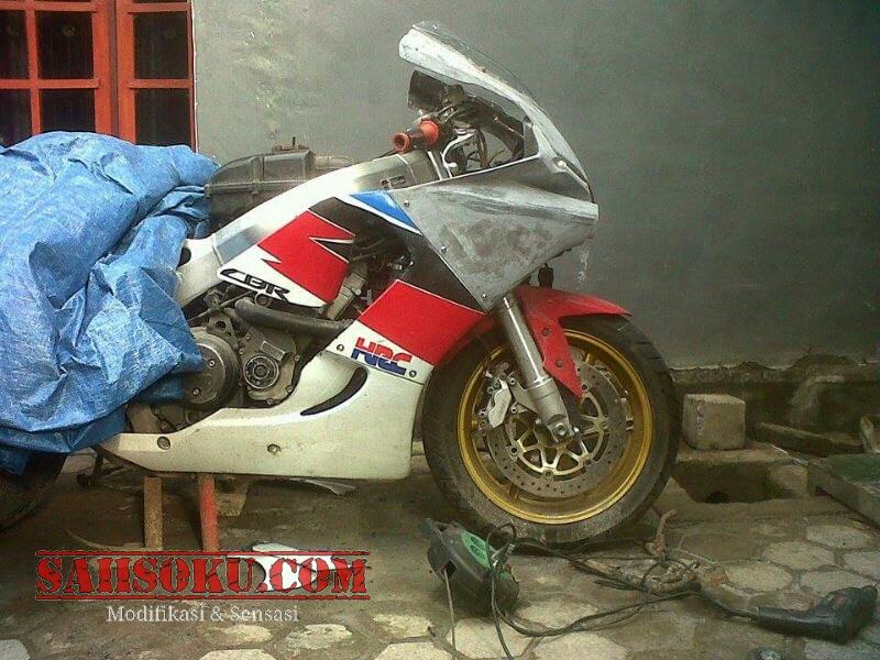 Honda CBR919 Fireblade Pakai Full Fairing Yamaha R1 2015