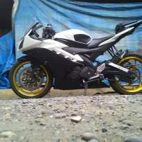 Yamaha-r15-black-and-white