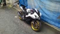 Yamaha-r15-black-and-white
